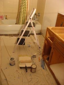 The bathroom with the painting tools